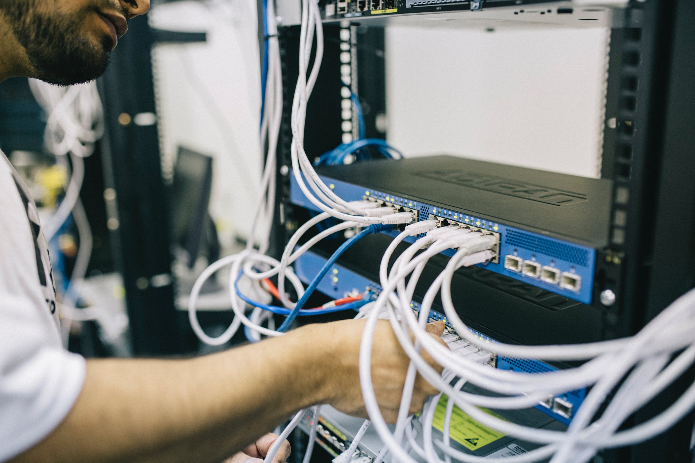 What are the benefits of a fibre leased line?